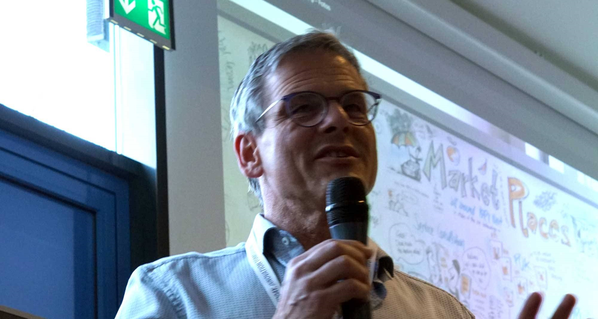 Wolfgang-Irber-erklärt-sein-Bild